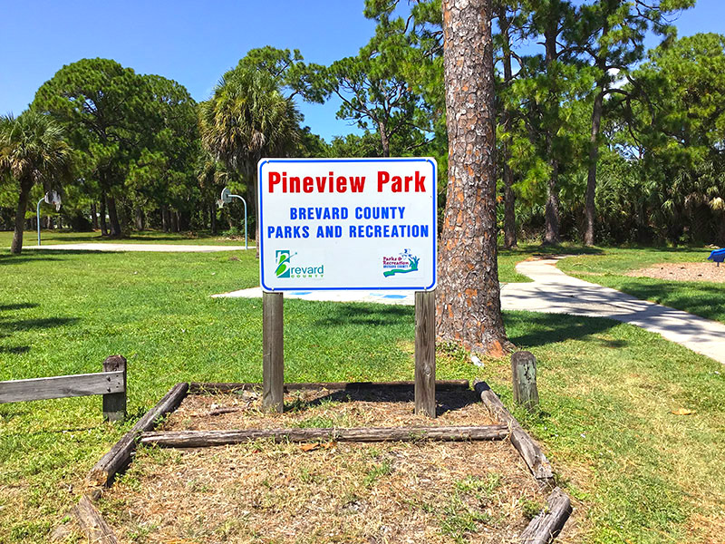 Pineview Park Sign