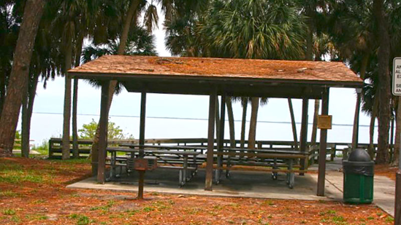 Rental-Manzo-Dolphin-Small-Pavilion